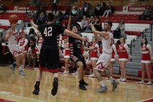 Mike Minton with the no look pass.