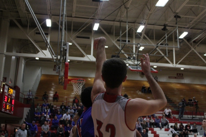 Mike Minton from the corner for three.